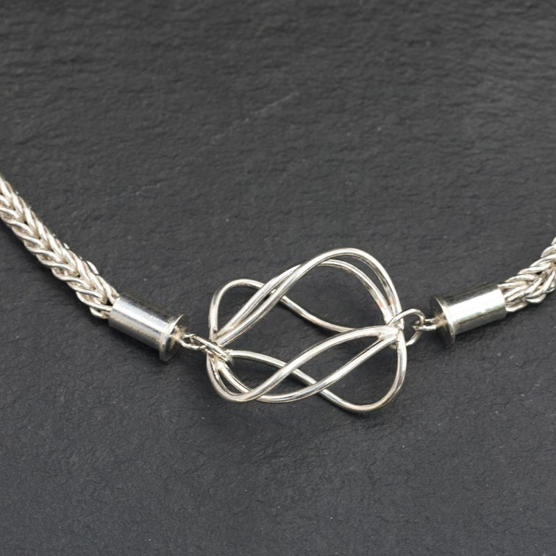 Loop chain with cage
